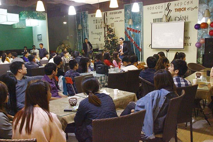 Truyền Giảng Giáng Sinh Cho Thanh Niên Tại Quán Cafe